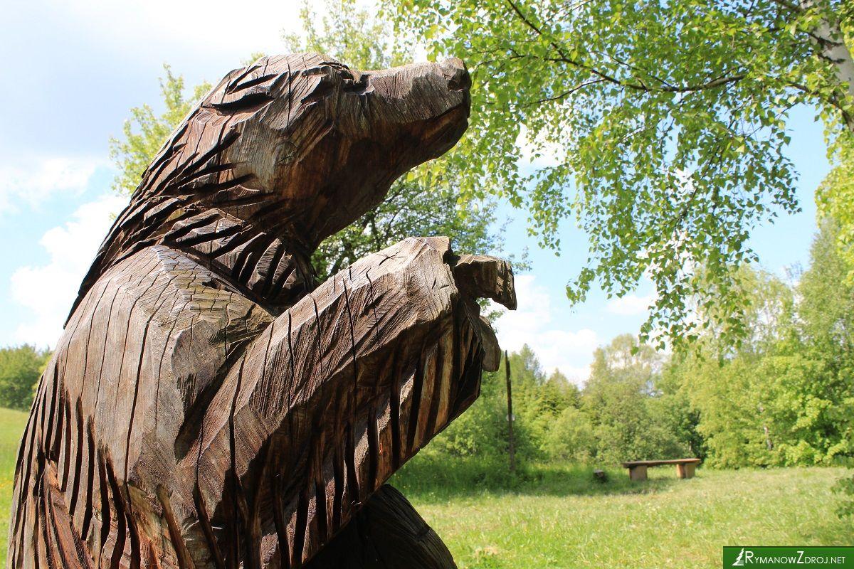 Rzeźba niedźwiedzia na Wołtuszowej